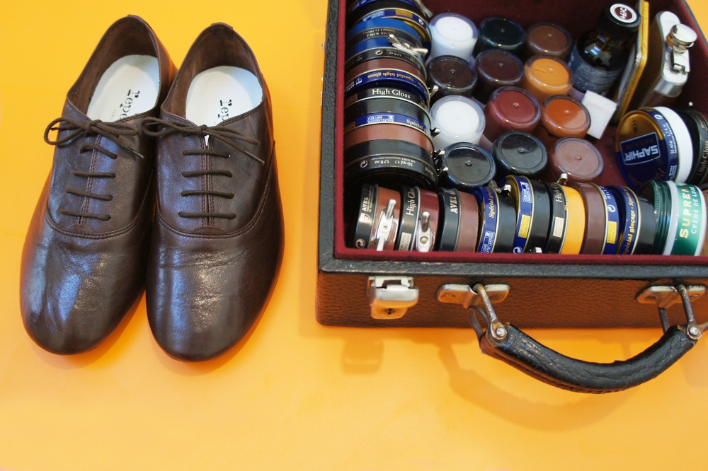 靴磨き職人明石優さんが教える、正しい靴の磨き方と育て方