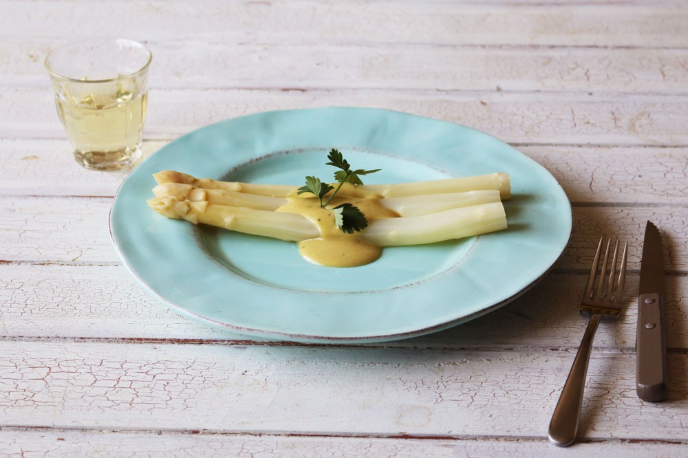白ワインと優雅に。ホワイトアスパラガスのビネグレットソース