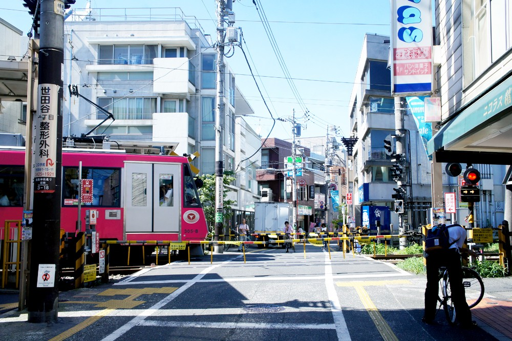 路面電車に揺られて行く、松陰神社前。懐かしくもおしゃれな商店街散歩