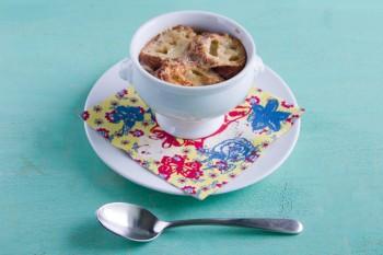 寒くなったら食べたくなる!パリのビストロ風とろ〜りチーズのオニオングラタンスープ