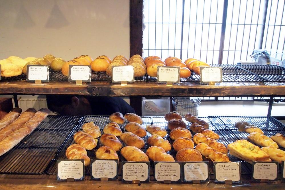 風情ある古民家と地元客が愛する和のパン。日暮里『カヤバベーカリー』