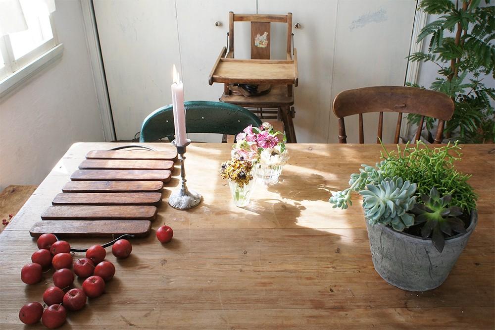 花生師・岡本典子さんに習う、花のアレンジと日常への取り入れ方