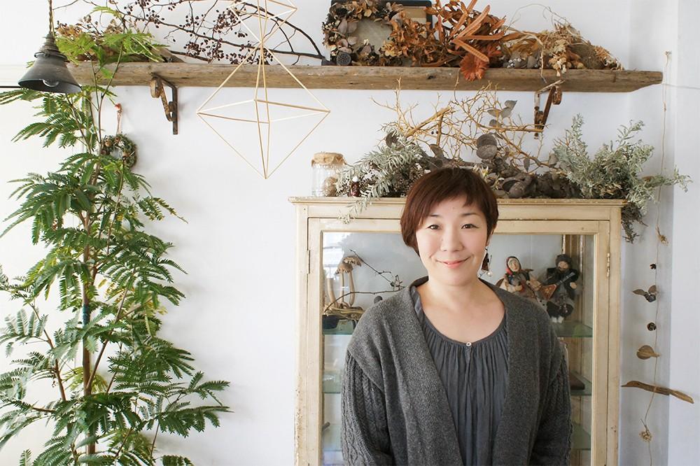 花生師 岡本典子さんの花と緑に囲まれた生活。