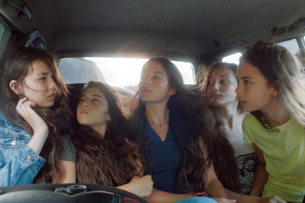 初夏に観たい映画『裸足の季節』。美しくも切ない少女たちの物語