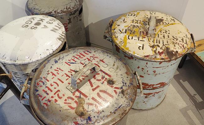 インド洋のドラム缶の廃材を使用したダストボックス