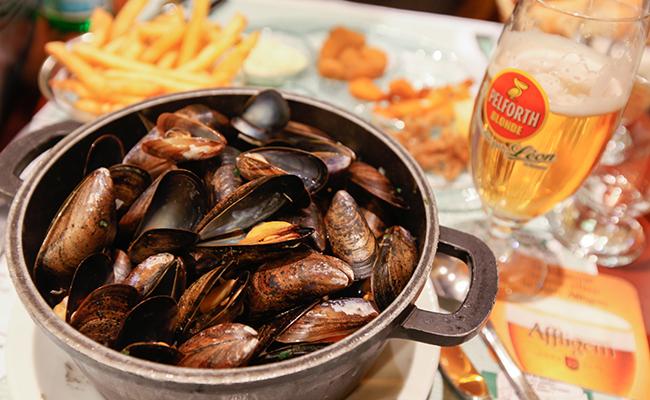 ココットで食べるムール貝のワイン蒸し