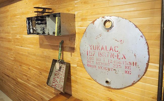 職人の手作りによりドラム缶を使ったアイテム