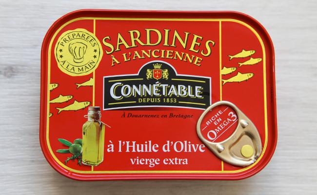 オイルサーディンの缶