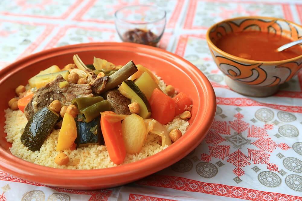 スパイスたっぷりのおもてなしレシピ!ラム肉と野菜のクスクス