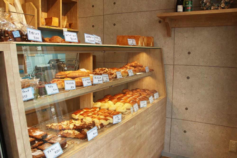 焼きあがるそばから売り切れる、リピーター続出の食パン・バゲットを求めに笹塚『オパン』へ