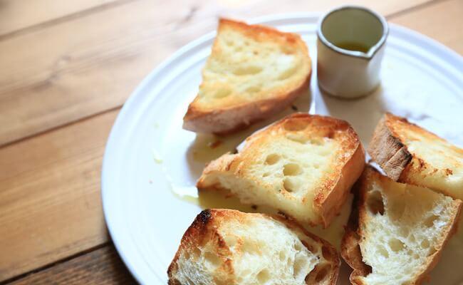 ブーランジュリー シマのパンの味を楽しむリュスティック