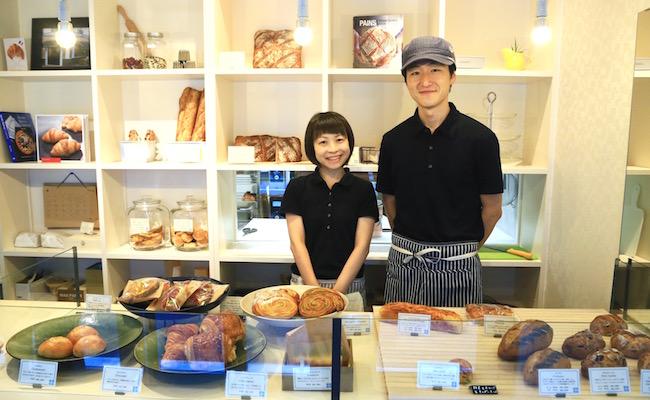 奥さまのさやかさん(左)、オーナーシェフの小林健二さん(右)