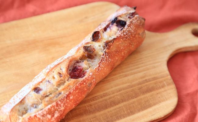 コメットのバゲット生地で作ったフルーツのパン「カクテル」