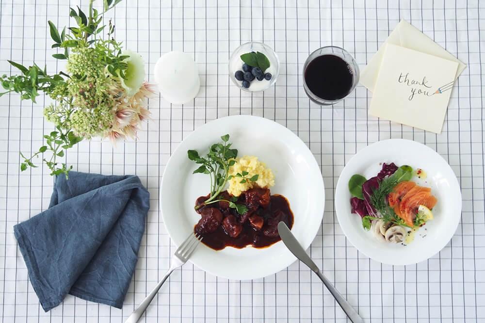 無印良品の食器5アイテムで、朝昼晩のテーブルコーディネート