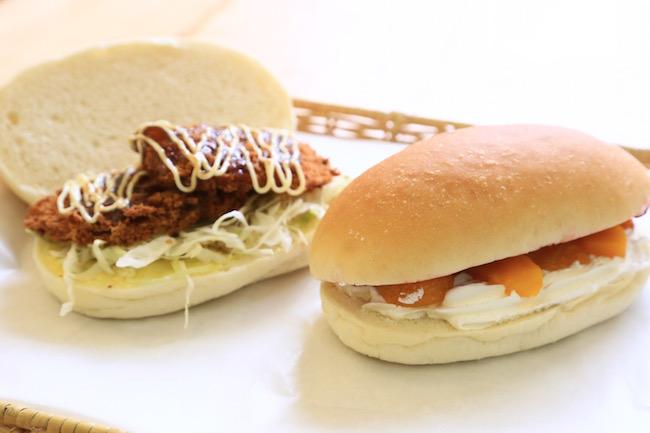 コッペパン専門店「吉田パン」のコッペパンサンドが並ぶ様子