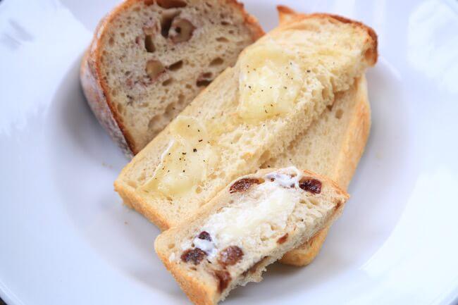 山手『オンザディッシュ』のパン