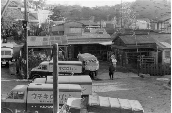 元町『ウチキパン』の70周年を記念する配送トラック