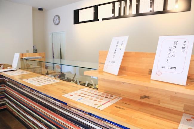 亀有にあるコッペパン専門店「吉田パン」の店内の様子