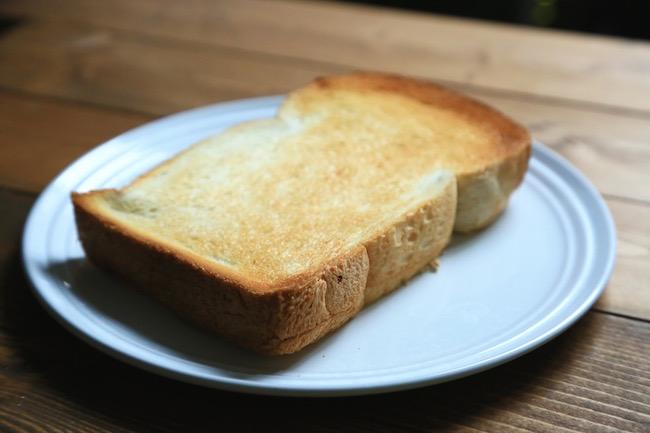 『ウチキパン』のイングランドをトーストした様子