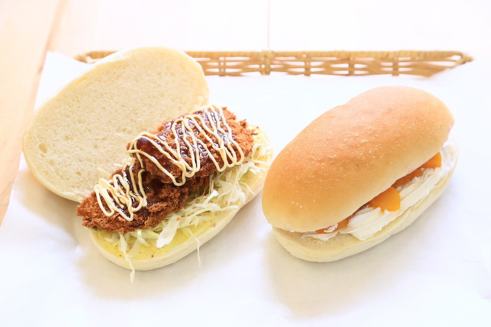 お好みの具材をサンド!亀有にあるコッペパン専門店『吉田パン』