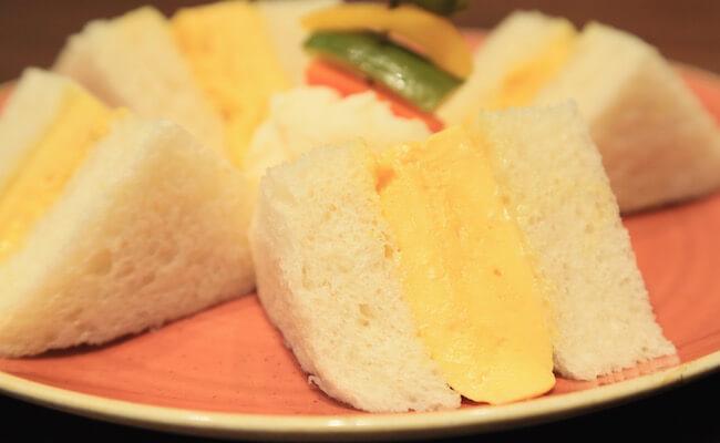 『俺のBakery&Cafe』の「厚焼きたまごサンドイッチ」