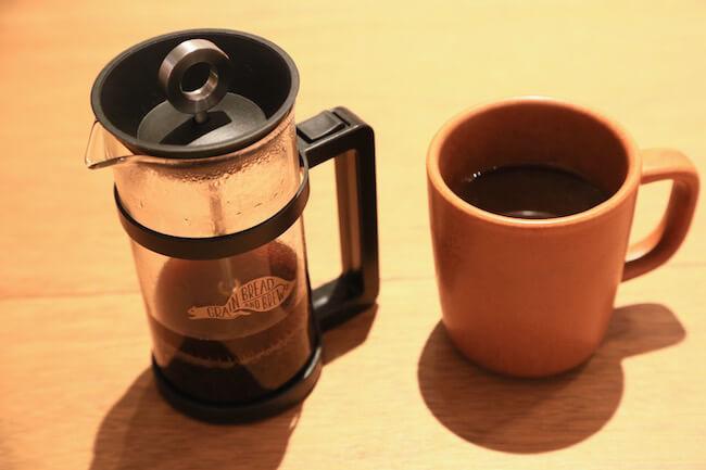 『グレインブレッドアンドブリュー』でコーヒープレスでいただくコーヒー