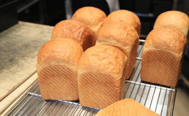 『俺のBakery&Cafe』で焼きあがるパン