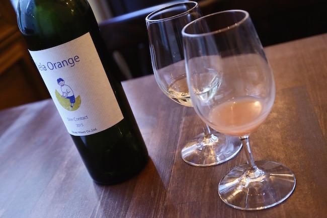 開栓後すぐ、と時間が経過したもので色も変わるナチュールワイン