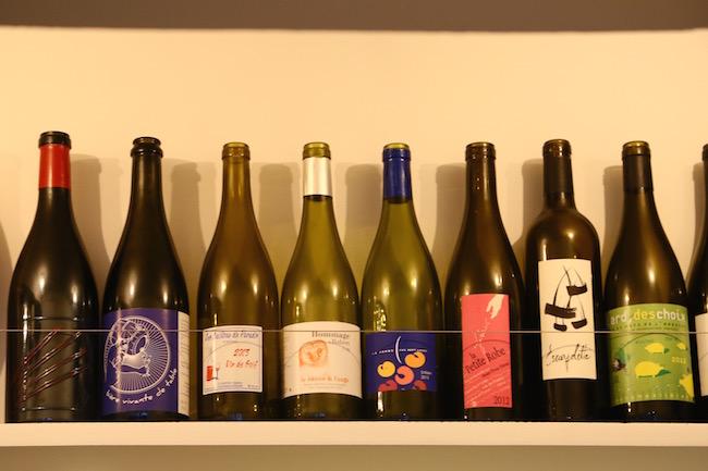 『ブラン』の店内に並ぶナチュラルワイン