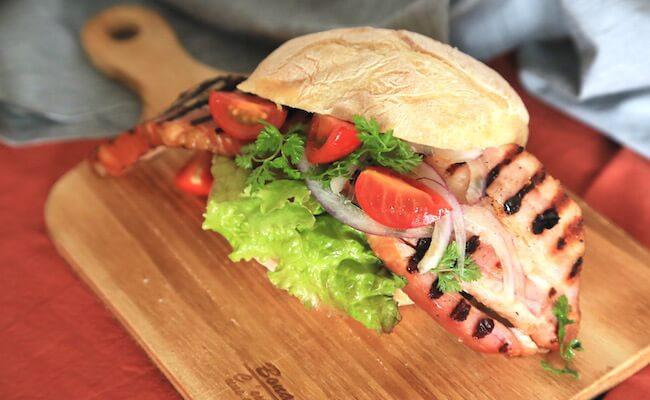 渋谷『グレインブレッドアンドブリュー』のサンドイッチ「100gベーコン、モンスタースタイル」