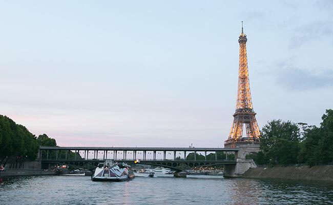 とのまりこのパリライフ!エッフェル塔の撮影スポット アレクサンドル3世橋