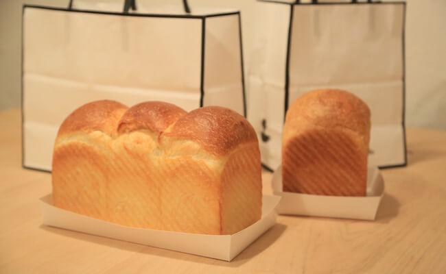 『俺のBakery&Cafe』の「山型の食パン」と「マスカルポーネとハチミツの食パン」
