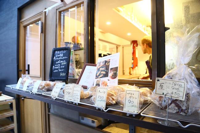 『ブラン』の店頭に並ぶパン
