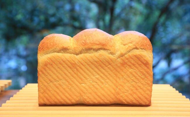 『俺のBakery&Cafe』の「山型の食パン」