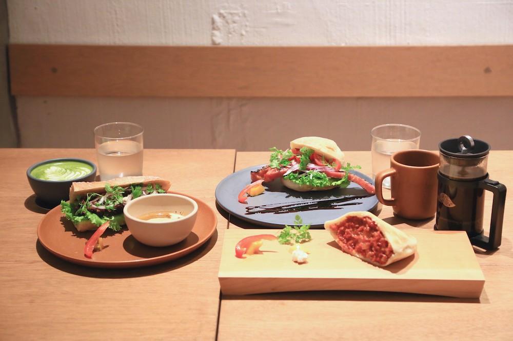 ベーコンがはみ出すサンドイッチ!渋谷『グレイン ブレッド アンド ブリュー』