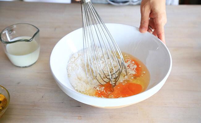 ケークサレの作り方 材料を混ぜあわせます