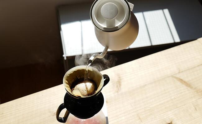 バルミューダ ザ・ポットで、コーヒーを淹れる