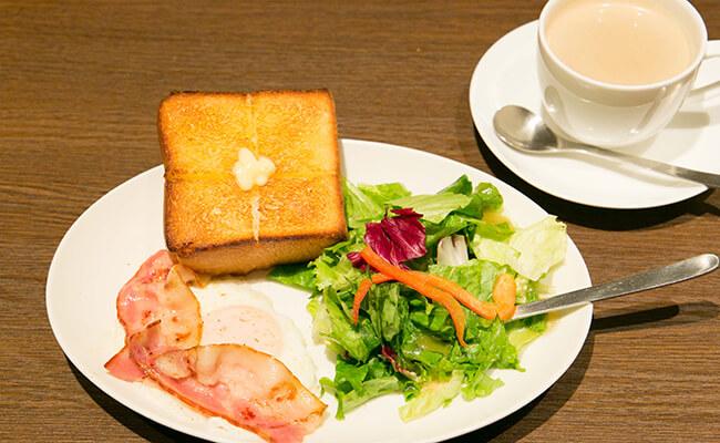 上島珈琲店の「ベーコンエッグ&厚切りバタートースト」