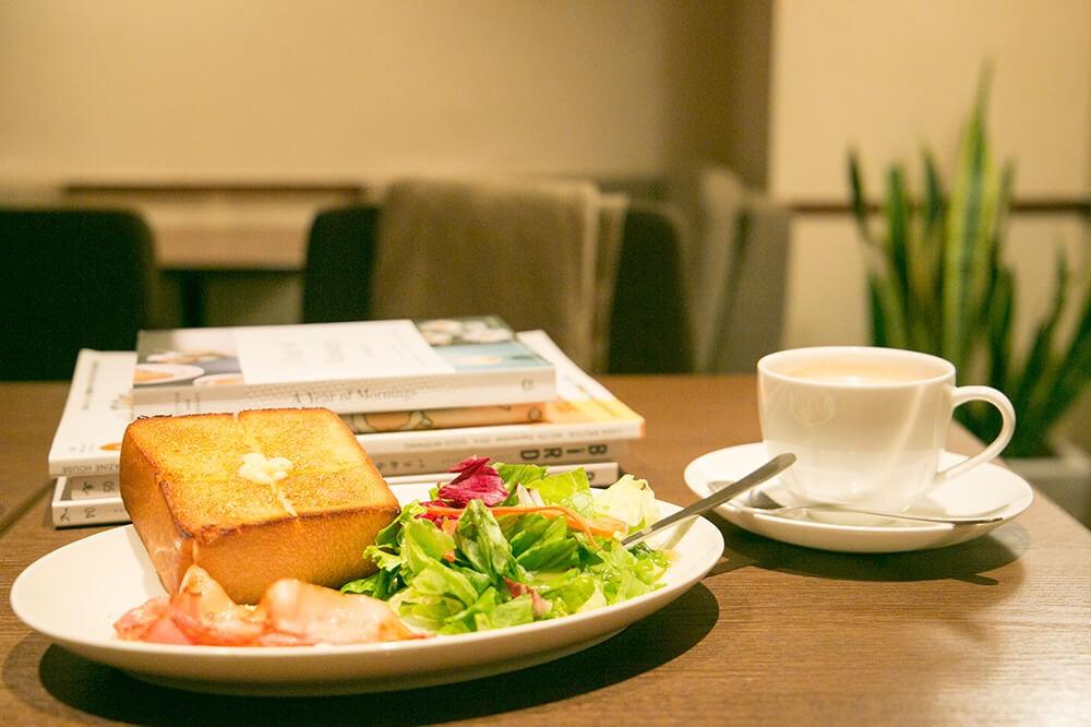 上島珈琲店ではじめる朝読書。冬の朝は喫茶店でちょっと特別なひとときを