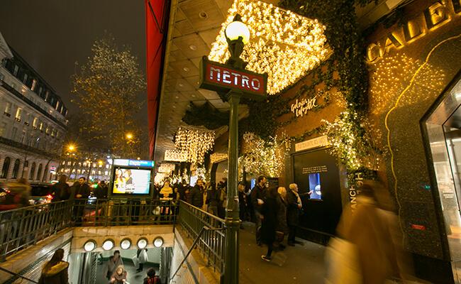 クリスマスが終わっても輝くパリのイルミネーション