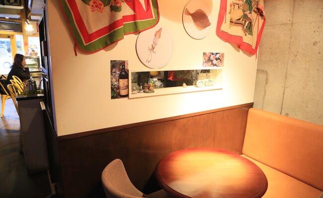 店内の奥には半個室のスペースがあります