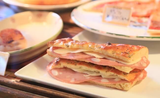 神楽坂「アルタムーラ」のサンドイッチ、ドッピア