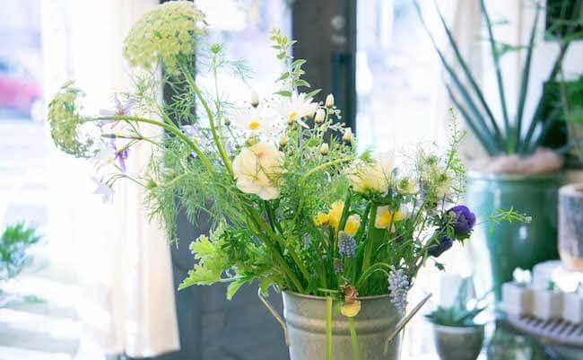 シャンペトルブーケに使うお花は、可憐な草花