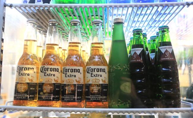 お酒は、「コロナ」と日本酒のスパークリング「すずね」