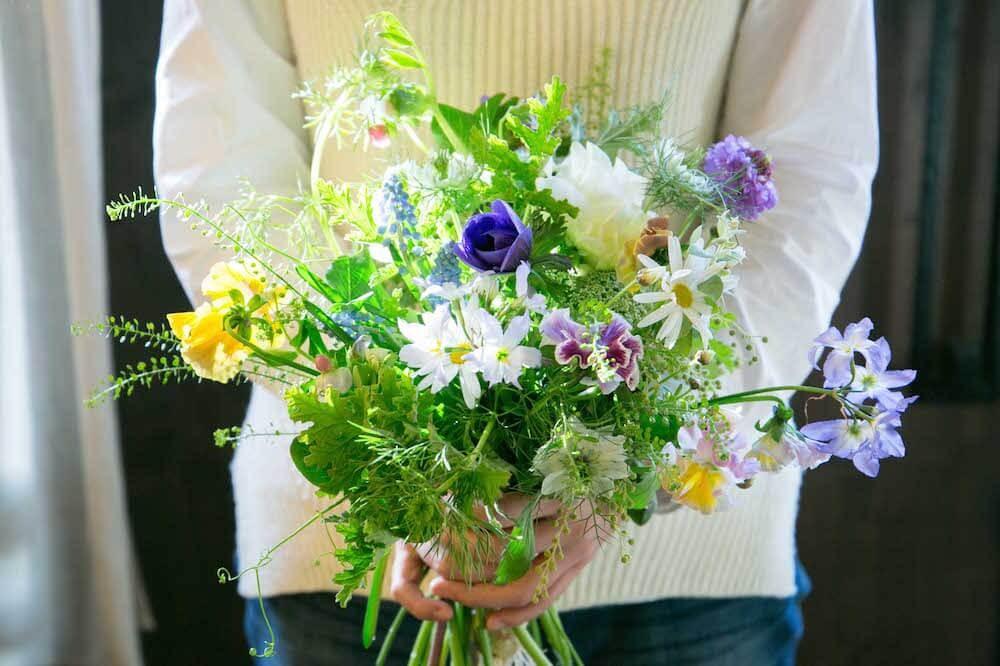野花を摘んできたようなラフなスタイルがかわいい!シャンペトルブーケの作り方
