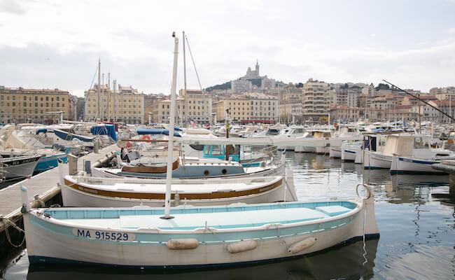 マルセイユは活気ある旧港や下町情緒たっぷりの旧市街などが残る場所