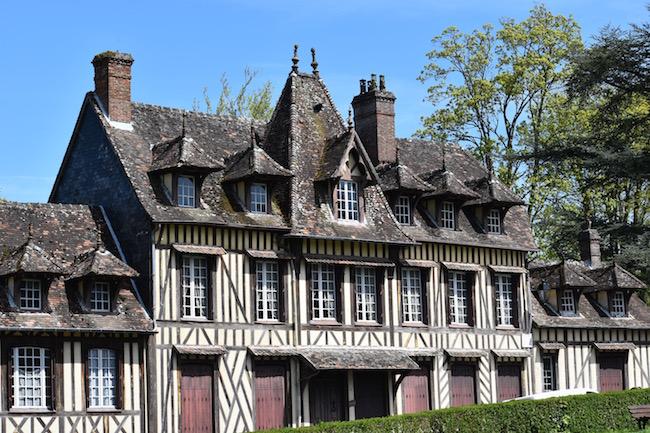 ノルマンディ地方の『最も美しい村』のひとつLyons-la-Forêt(リヨン=ラ=フォレ)
