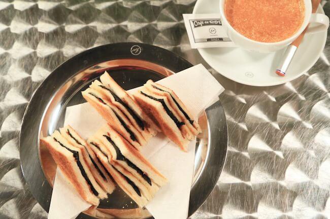 「カフェ ド ロペ銀座」の「エースののりトースト」と「グルジア風シナモンミルクティー」
