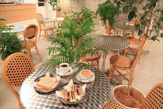 「カフェ ド ロペ銀座」の店内の様子