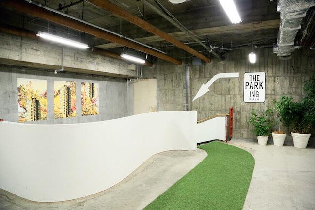 駐車場がコンセプトの「ザ・パーキング銀座」の中に「カフェ ド ロペ」はあります